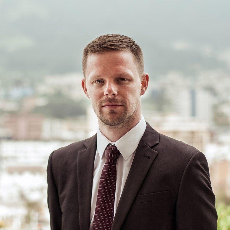 Ian-Wall-abogados-ecuador