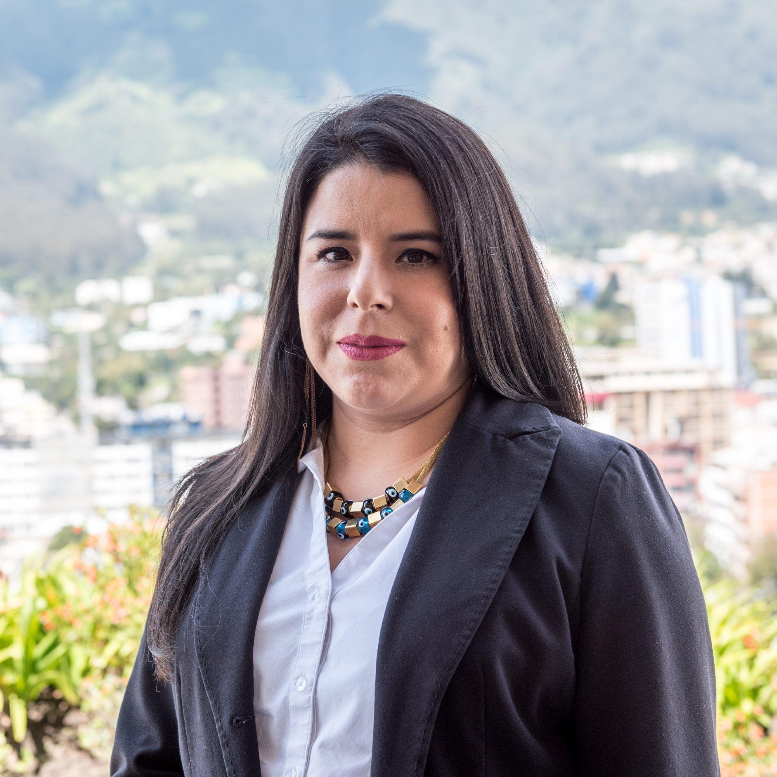 Andrea Machicado - CorralRosales - Asociada